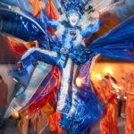 Luftig, Luftkostüm, Blaues Kostüm, großes blaues Stelzenkostüm, Schmetterling, blauer Schmetterling, Wolke, Wind auf Stelzen